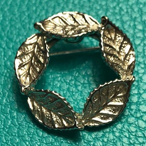 Vintage Gerry/'s Leaf Wreath Brooch